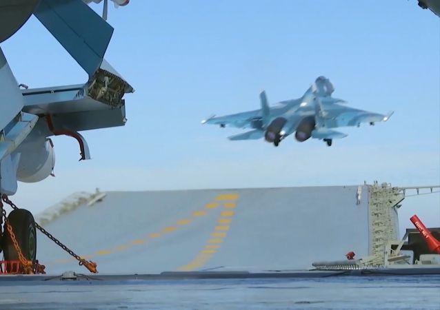 Les chasseurs du porte-avions russe pourraient aller sur la base de Hmeimim en Syrie