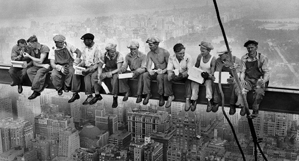Déjeuner en haut d'un gratte-ciel (1932)