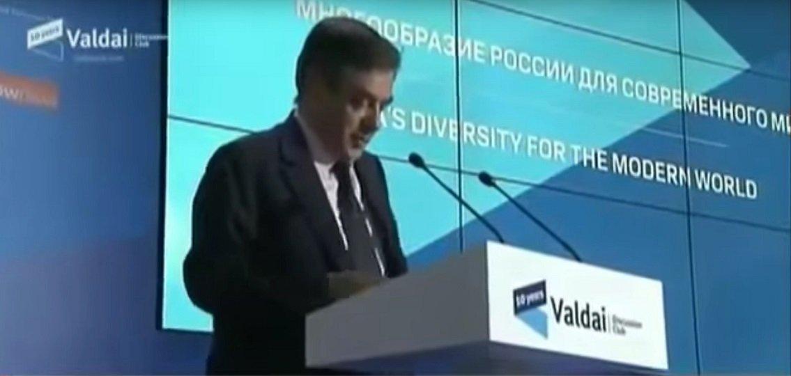 Capture d'un vidéo du Forum de Valdaï de 2013, en Russie, où François Fillon aurait dévoilé toutes ces intentions en appelant le président russe « mon cher Vladimir »