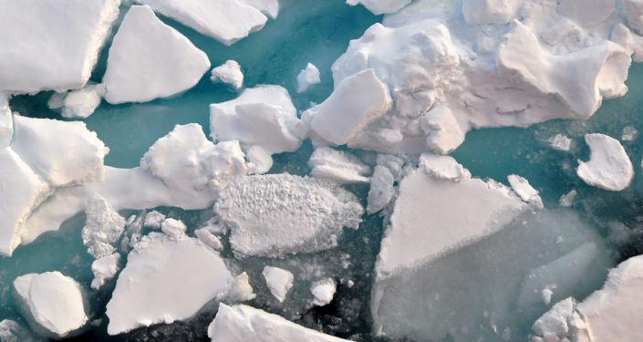 Des immenses blocs de glace se détachent en Antarctique