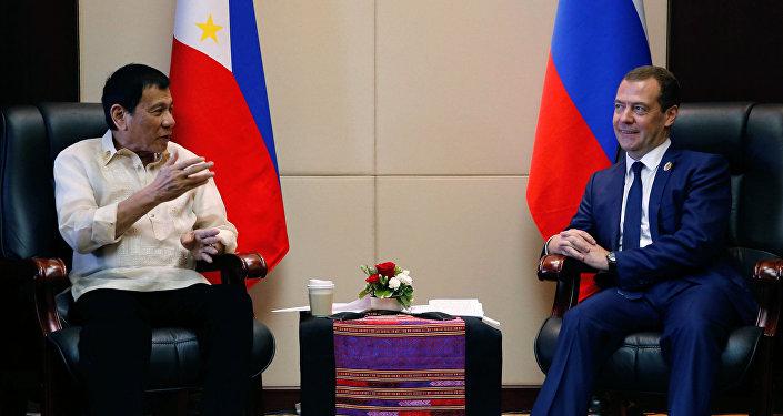 Le chef de l'État philippin Rodrigo Duterte a personnellement demandé à rencontrer le premier ministre russe Dmitri Medvedev lors du sommet de l'ASEAN