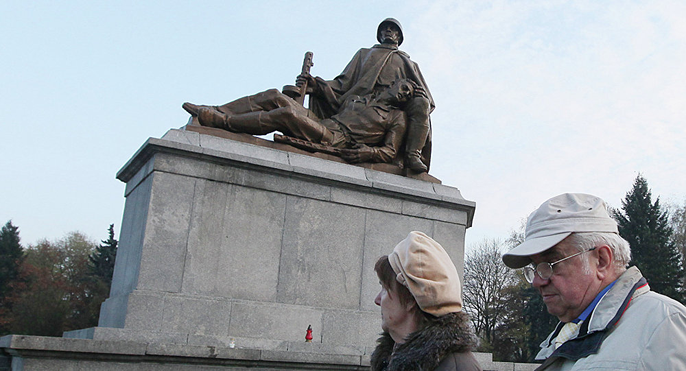 Monument de soldats soviétiqus tués a Varsovie