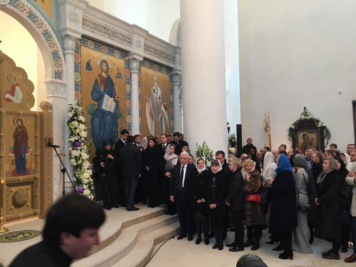 Anne Hidalgo et Svetlana Medvédéva lors de la consécration de la nouvelle cathédrale de la Sainte-Trinité par le patriarche de Moscou Kirill