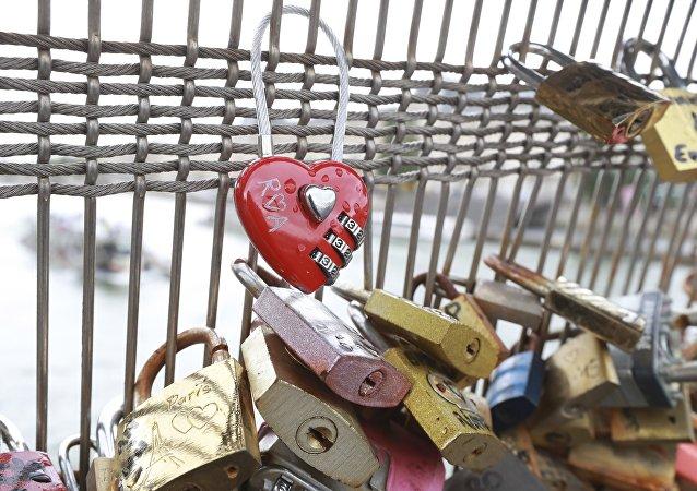 «Cadenas d'amour», l'un des symboles de la capitale française
