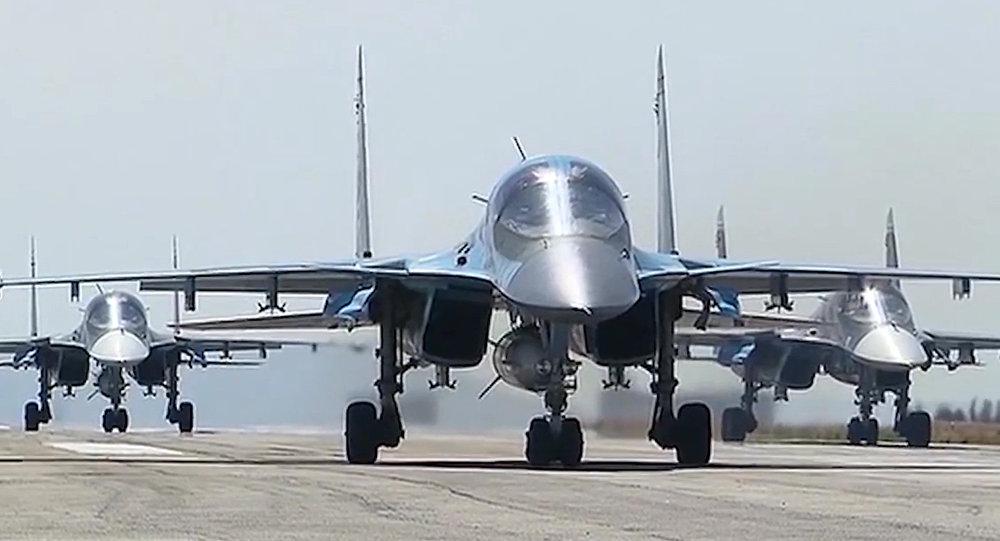 Des bombarders russes à la base de Hmeimim en Syrie