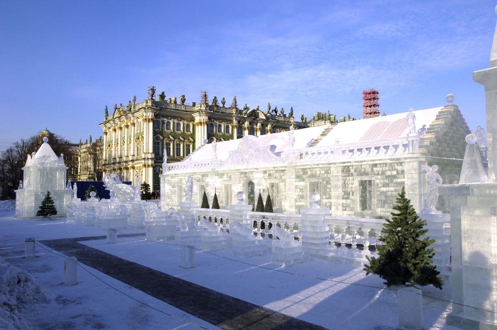 Palais de glace sur la Place du Palais à Saint-Pétersbourg. Une exacte réplique du palais de l'impératrice Anna Ivanovna construit au 18e siècle