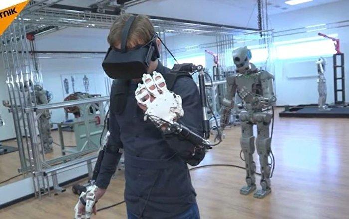 Les essais du robot humanoïde russe FEDOR