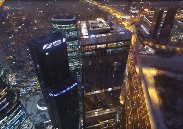 La patinoire la plus haute d'Europe a ouvert à Moscou (vidéo)