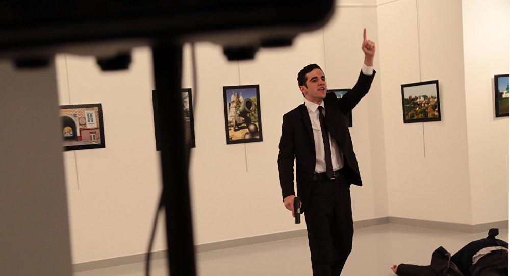 """L'ambassadeur de Russie dénonce """"la haine entretenue contre la Russie"""" comme responsable de l'assassinat de son collègue en Turquie"""