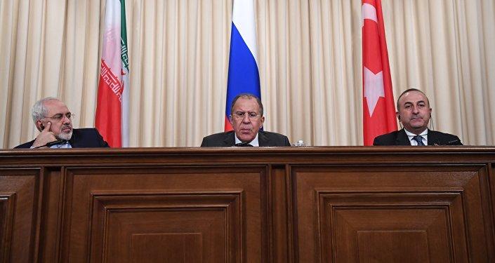 Mohammad Javad Zarif,Sergueï Lavrov et Mevlüt Cavusoglu