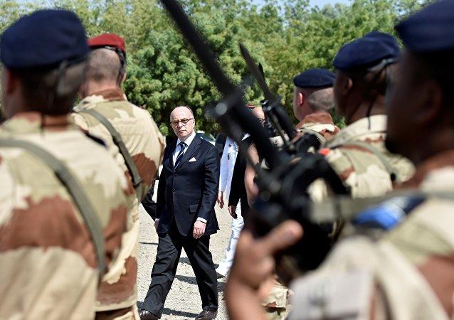 Le Premier Ministre français Bernard Cazeneuve en visite au Tchad