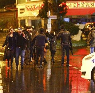 La police sécurise la zone près d'une boîte de nuit stambuliote, Turquie, le 1 janvier 2017