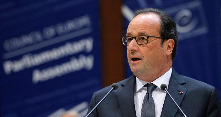 Hollande promet à Trump de promouvoir le dialogue avec la Russie