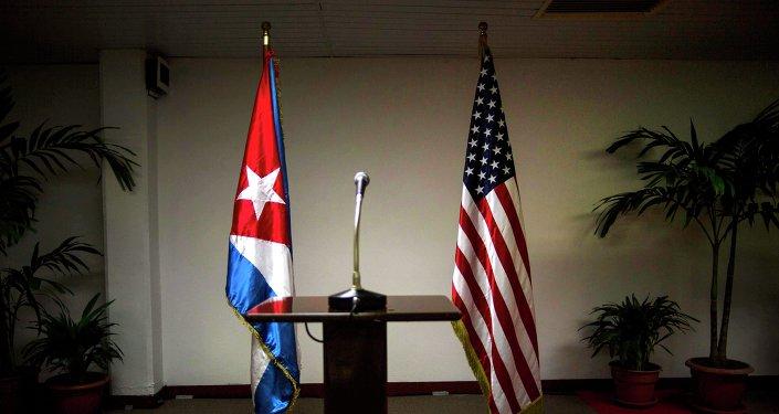 Drapeaux cubain et américain