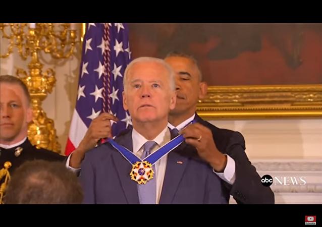 Joe Biden reçoit la médaille présidentielle de la Liberté