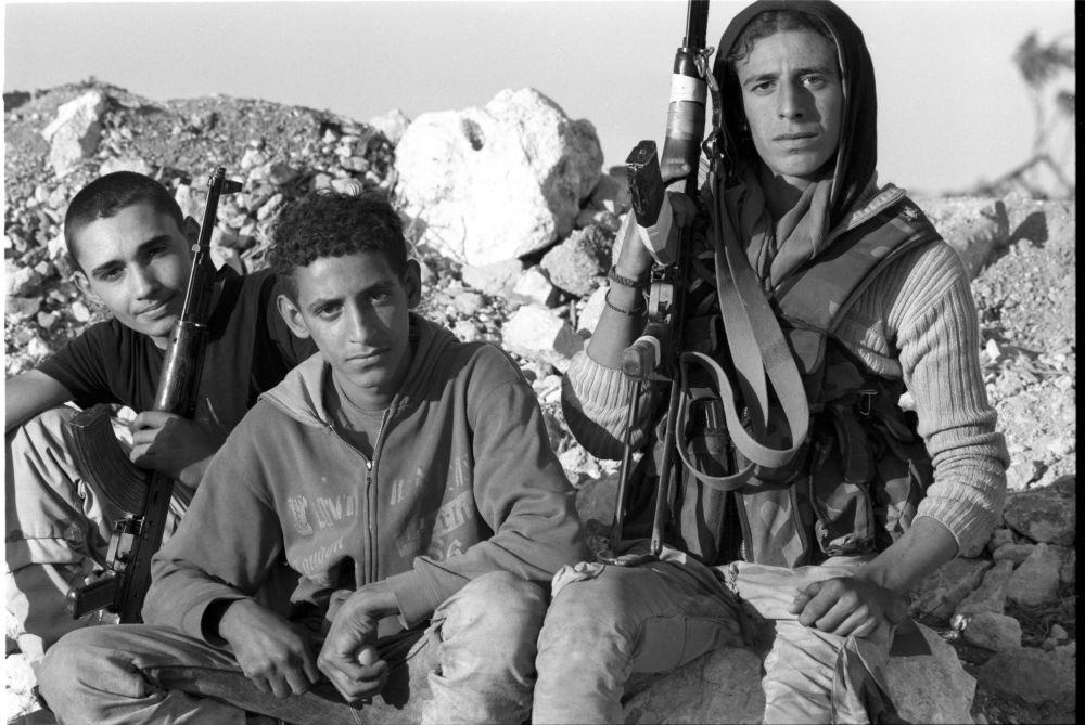 La route Castello est la ligne de contact avec les terroristes. Parmi les soldats d'opposition, on trouve des garçons dont le plus âgé a à peine 17 ans. Alep, le 19 octobre 2016