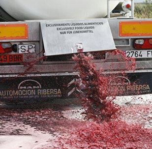 Les agriculteurs français s'en prennent au vin espagnol
