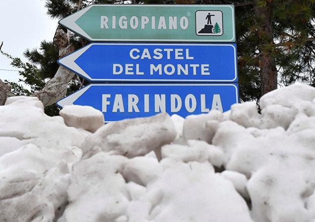 La route menant vers l'hôtel Rigopiano
