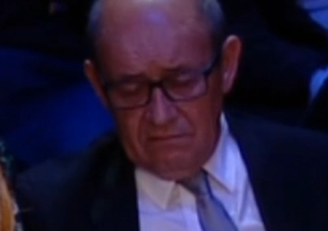 Quand Le Drian s'endort en plein débat Valls-Hamon