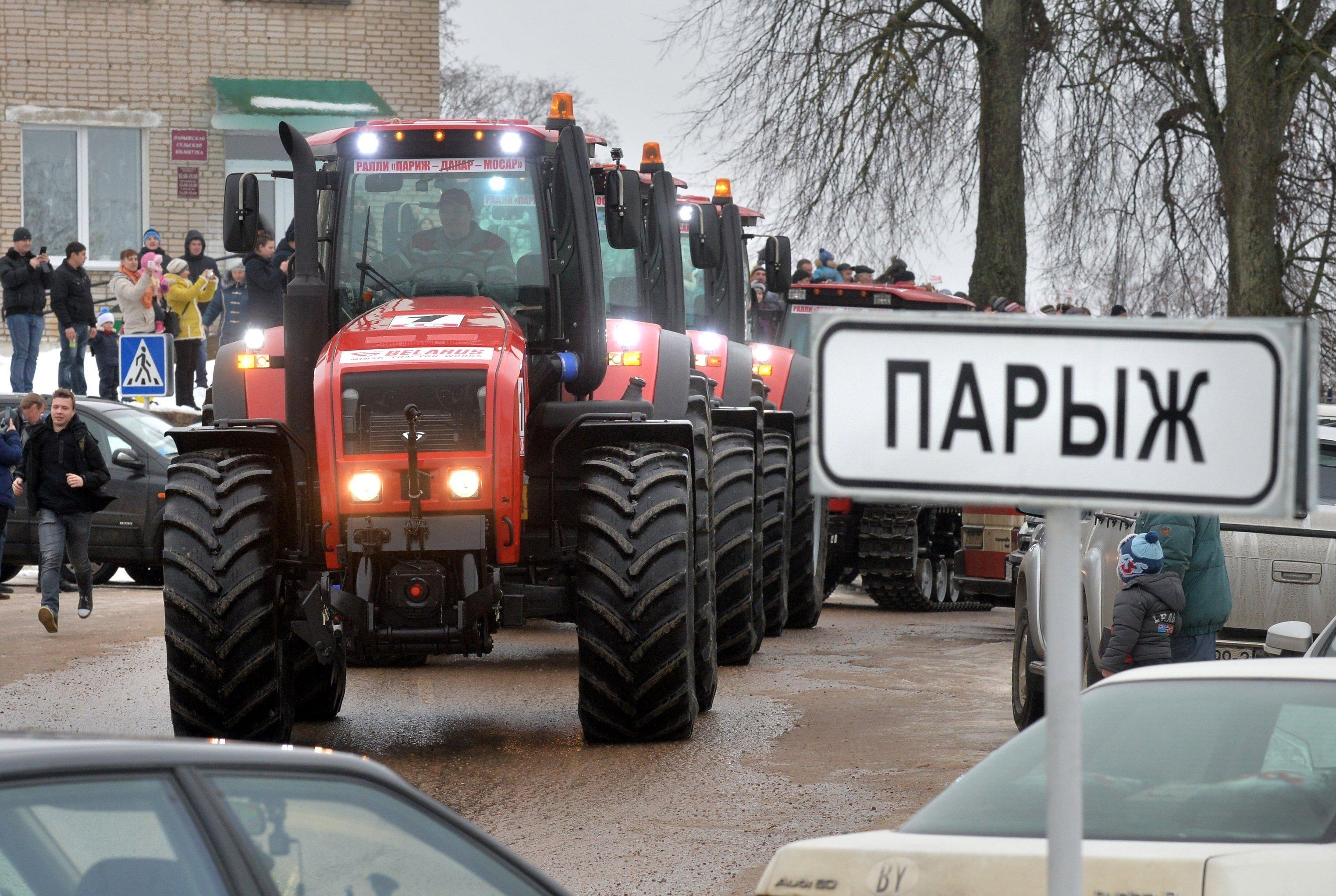 Un rallye de tracteurs Paris-Mossar