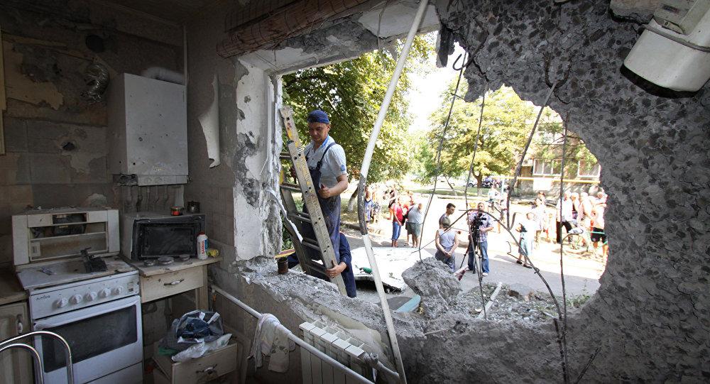 Un bâtiment de Iassinovataïa, dans le Donbass, endommagé par des tirs de l'armée ukrainienne