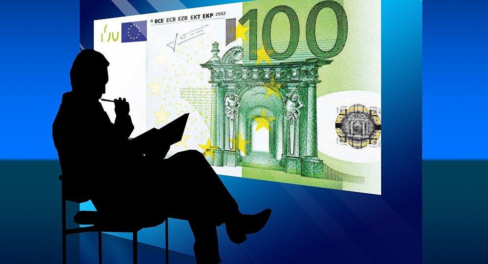 L'UE déclare la guerre au cash. Pourquoi ?