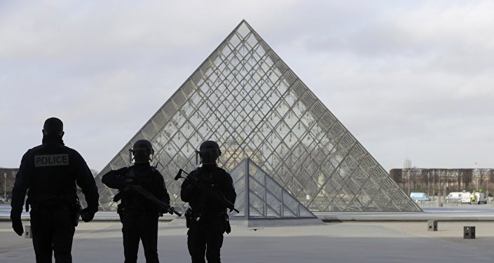 Louvre: l'assaillant soupçonné d'être entré en France depuis Dubaï, se disant égyptien