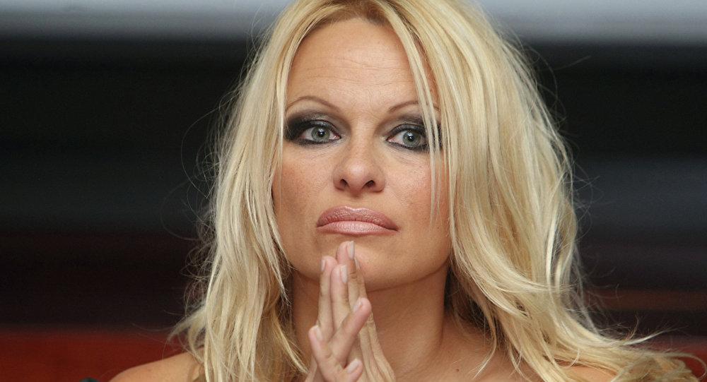 La lettre ouverte de Pamela Anderson au couple Macron