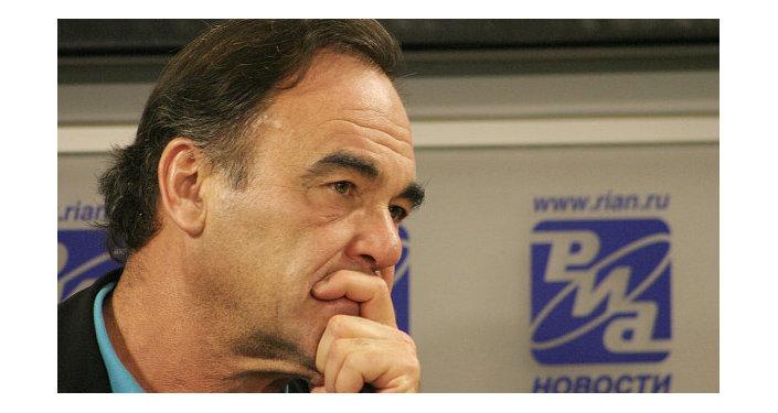 Vol MH17 : Oliver Stone dénonce la campagne médiatique antirusse US