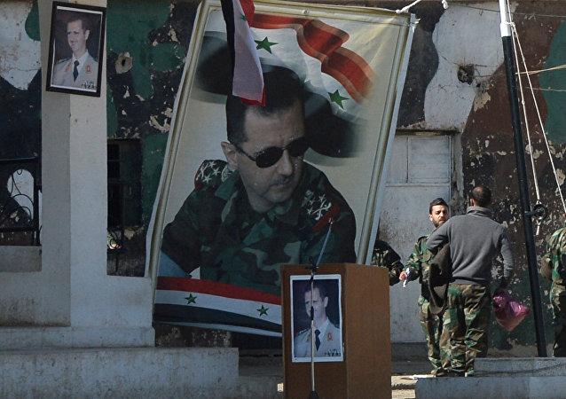 Affiches avec le portrait de Bachar el-Assad