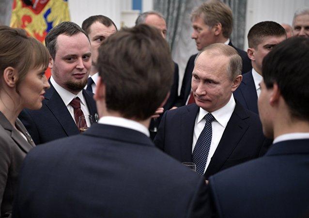 Le président russe Vladimir Poutine au Kremlin, la cérémonie officielle de remise des récompenses