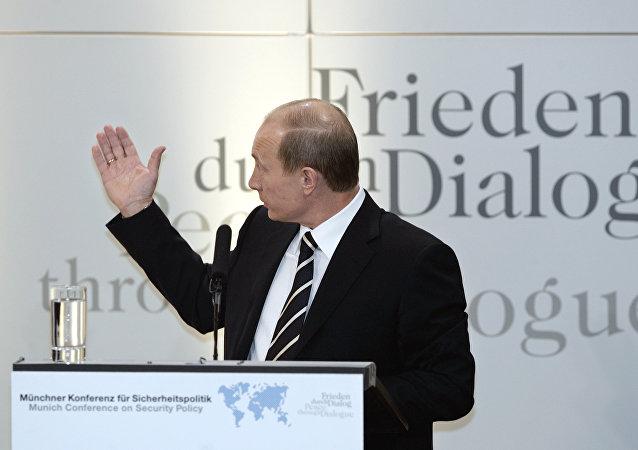 Vladimir Poutine intervient lors de la conférence de Munich, 2007.