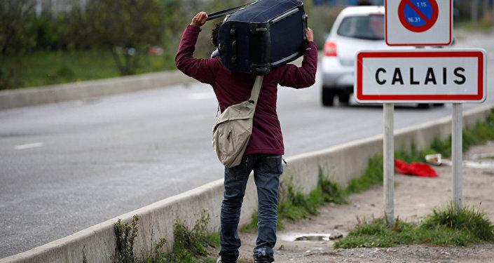 Calais interdit les distributions de repas aux réfugiés et migrants