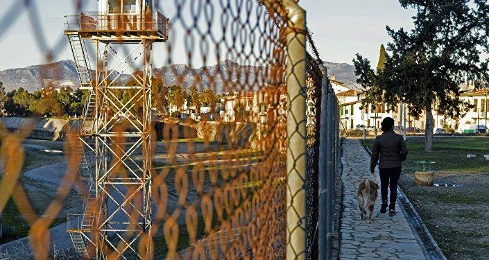 La ligne verte, une zone démilitarisée, qui partage l'île de Chypre, et sa capitale Nicosie, entre la République turque de Chypre du nord