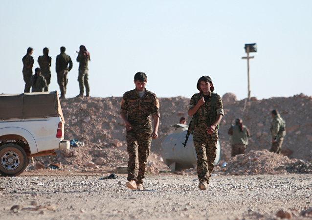 Les combattants des Forces démocratiques syriennes (FDS) au nord de Raqqa
