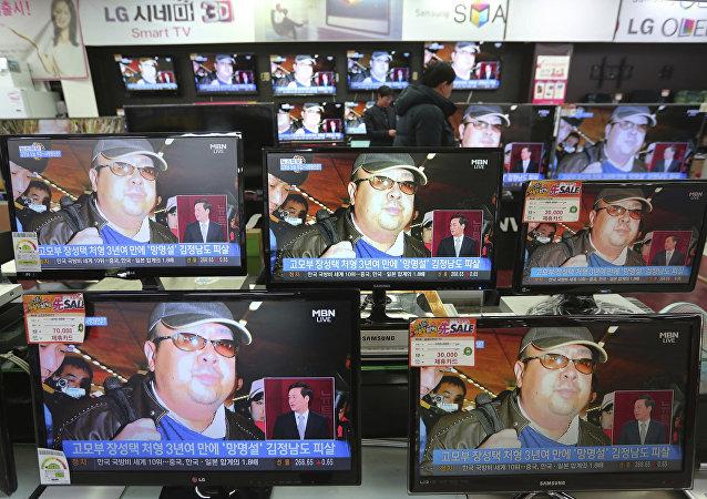 L'image de Kim Jong-nam diffusée sur des écrans