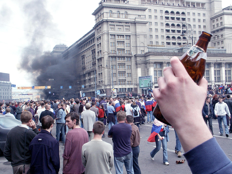 Des supporteurs russes sur la place Manejnaya à Moscou