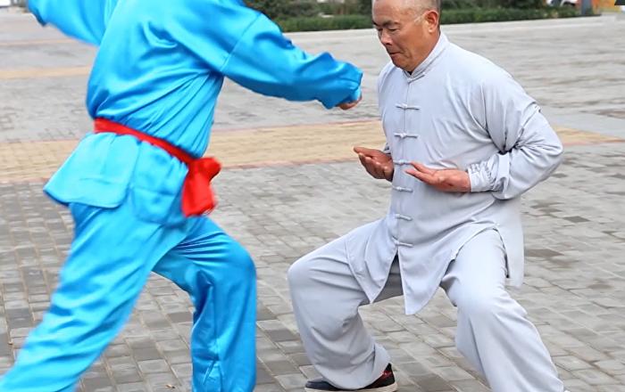 Le maitre de Kung-Fu invulnérable