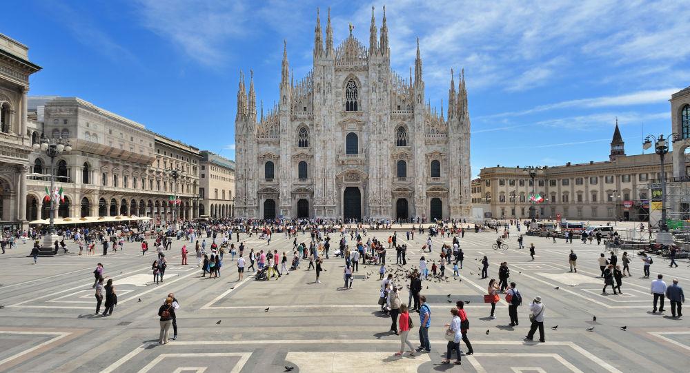 Perches à selfie, bouteilles de verres et pique-niques interdits à Milan durant l'été