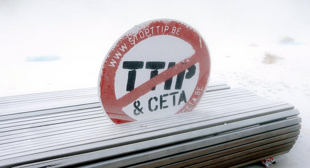 Une insigne Contre le TTIP et le CETA