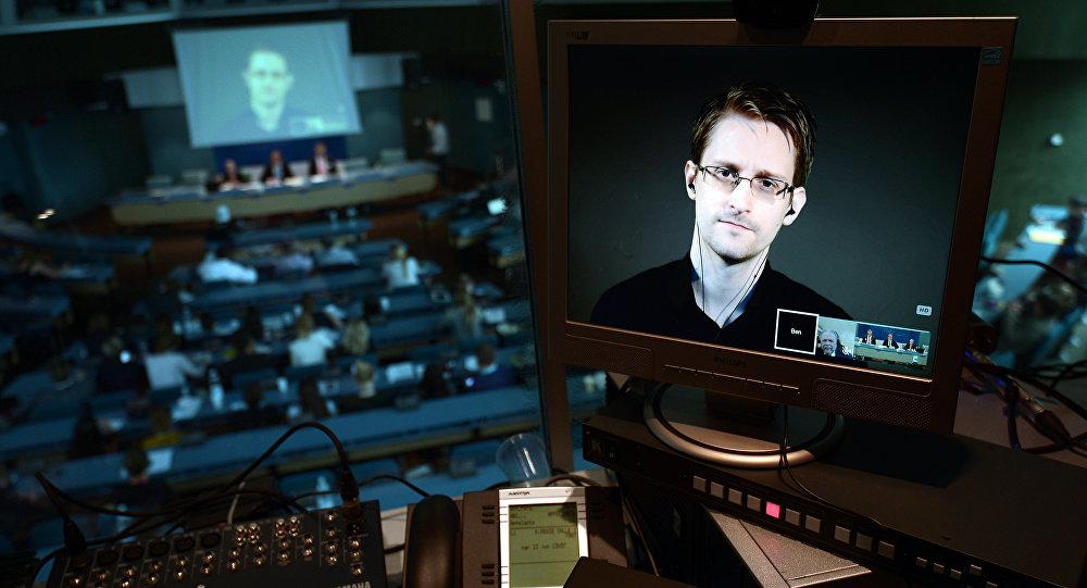 Demande d'asile d'Edward Snowden: «mon petit doigt me dit que Macron ne le fera pas», selon Antoine Lefébure