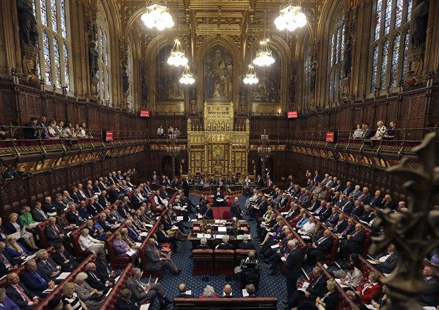 Les Tories retardent le déclenchement du Brexit