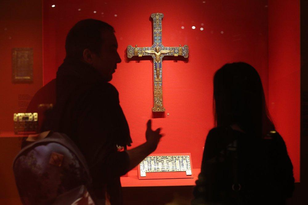 Des joyaux de la Sainte-Chapelle s'exposent au Kremlin