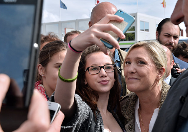 Des selfies avec des politiciens