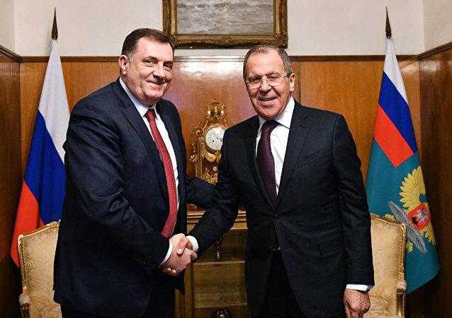 Le président de la République serbe de Bosnie Milorad Dodik et le ministre russe des Affaires étrangères Sergueï Lavrov