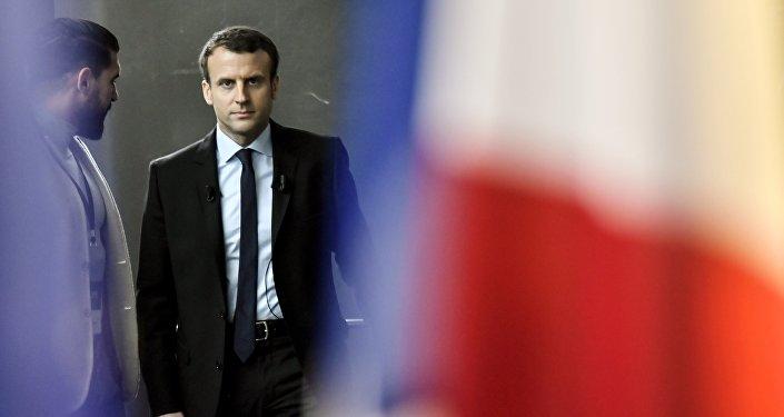 Emmanuel Macron par Thibault Isabel et Alain de Benoist