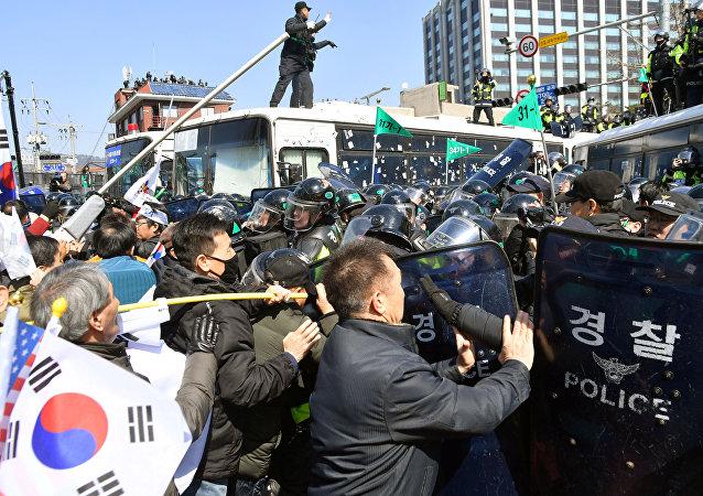 Heurts suite à la destitution de la présidente sud-coréenne