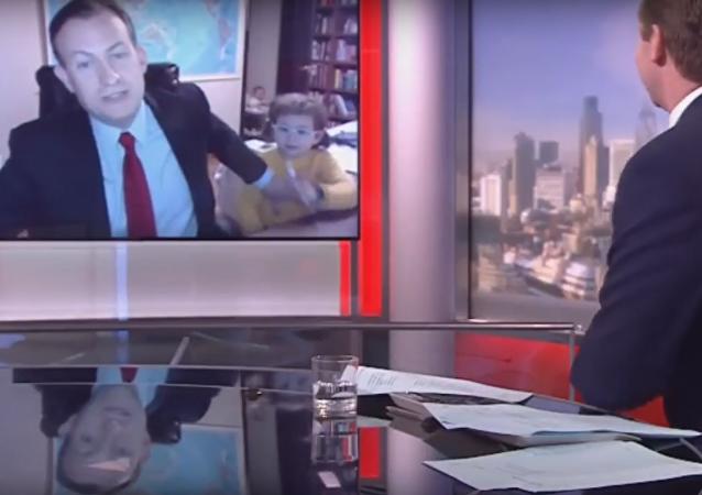 Une émission en direct de la BBC interrompue par des enfants
