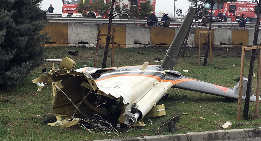 Le lieu de crash d'un hélicoptère S-76 à Istanbul