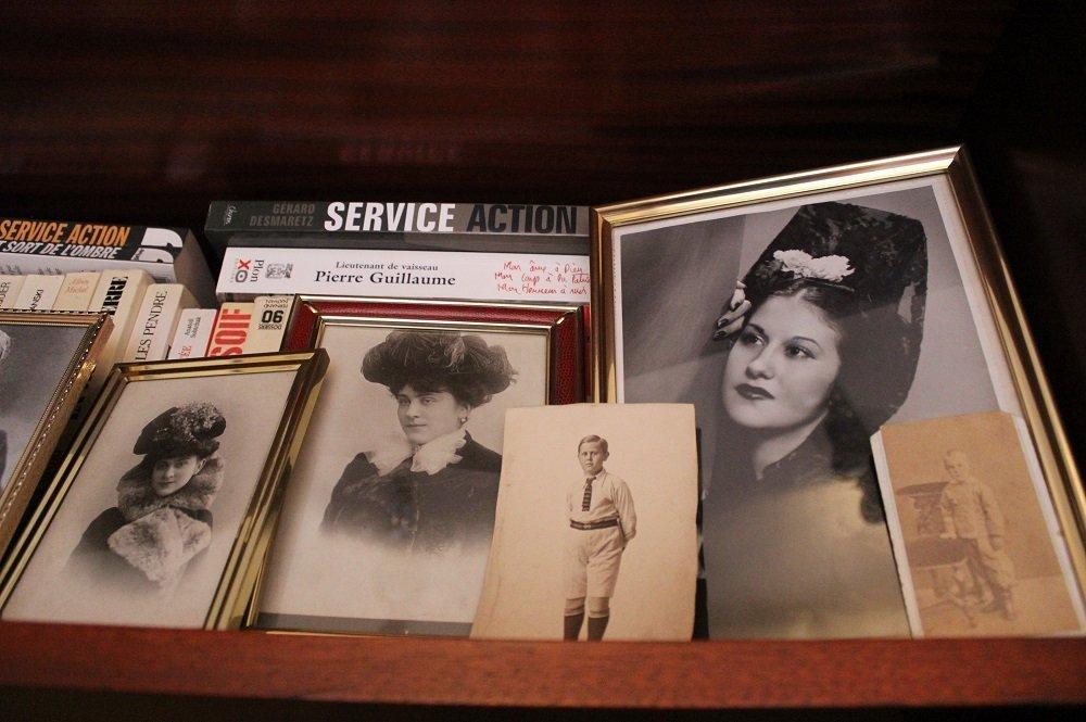 Les photos en noir et blanc des membres de la famille Dobrynine